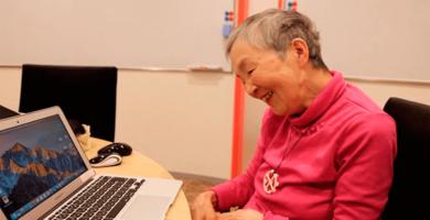 Mujer de 81 años aprendió programación