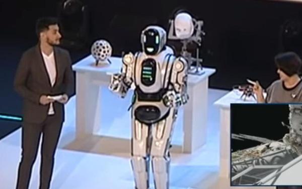 """El Robot Ruso de Alta Tecnología """"Boris"""" resultó ser un hombre disfrazado"""