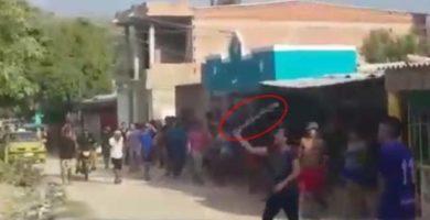 VIDEO: Vecinos se Enfrentaron con Machetes y Piedras por la clave del WiFi